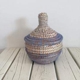 Afrikaans bijoux mandje met deksel - lichtblauw/ wit