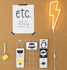 Neon stijl lamp: gele bliksemschicht wandlamp - A Little Lovely Company