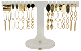 EH822 - Earhooks display 8 pairs