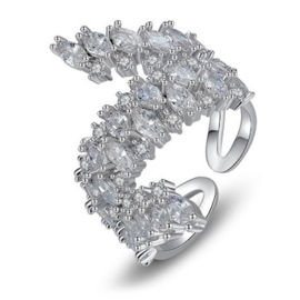 R043 - Ring in gift-box, platinum plated, neutral cz, size adjustable