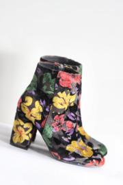Sacha - Zwart velours enkellaarsjes met bloemen - Mt 41
