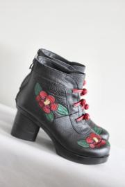 Chiko - Zwarte laarsjes met rode bloemen - Mt 38