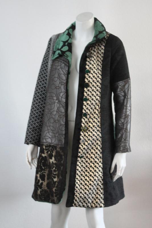 Wonderbaarlijk Desigual - Zwart groene winterjas met print - Mt 38 | NEW IN II-92