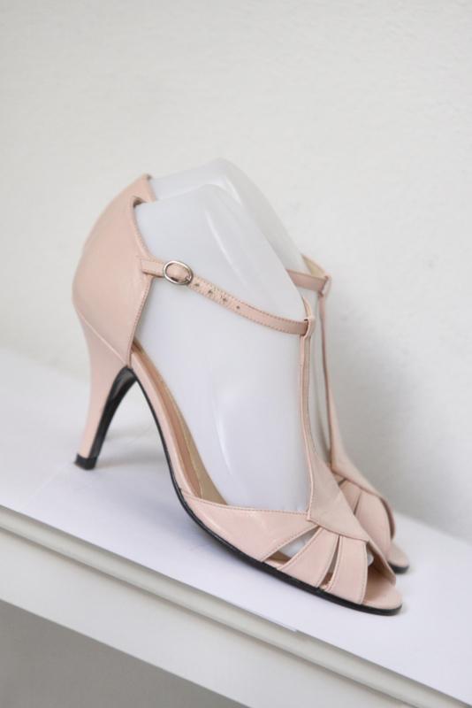 Invito - Roze lederen t-strap sandalen - Mt 37