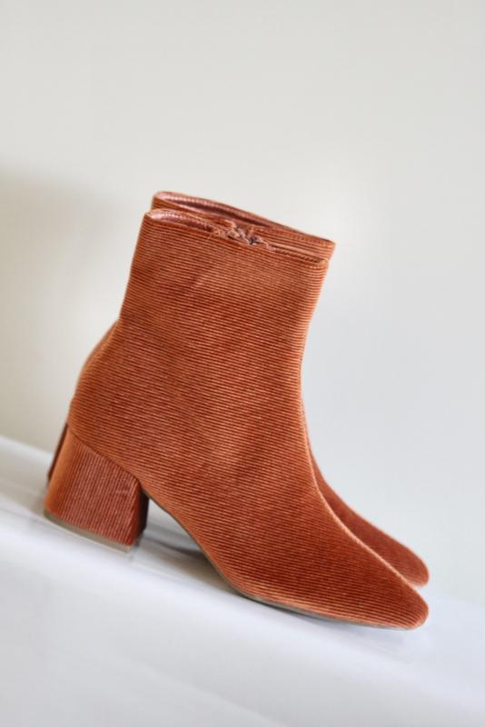 Vanessa Wu - Oranje velours enkellaarsjes met blokhak - Mt 38 & 41