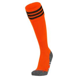 Oranje voetbalsokken met aan de bovenkant 3 zwarte ringen