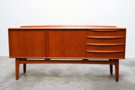 Deens design dressoir ontworpen door Svend Aage Madsen 1950