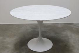 Tulip tafel met Carrara marmer naar Eero Saarinen