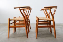 Set van 4 CH24 ''Wishbone'' stoelen ontworpen door Hans J. Wegner 1950