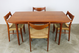 Deense design eethoek ontworpen door Ejner Larsen & Aksel Bender Madsen in 1950