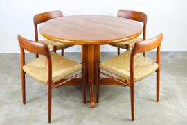 Deense design eethoek model. 75 ontworpen door Niels Otto Moller in 1950
