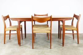 Deense design eethoek ontworpen door Ejner Larsen & Aksel Bender Madsen in 1950