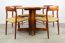 Deense design eethoek model. 75 ontworpen door Niels Otto Moller in 1950