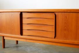 Deens design dressoir / sideboard ontworpen door H.P. Hansen 1950
