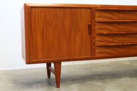 Deens design sideboard ontworpen door: IB Kofod Larsen voor Faarup 1950