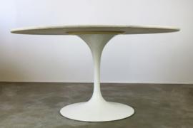 Design Tulip eethoek ontworpen door Eero Saarinen voor Knoll international 1960s