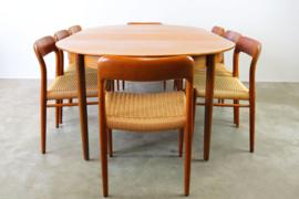 Grote deense eethoek in teak ontworpen door Niels Otto Moller in 1950