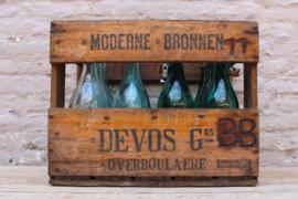 Leuke antieke limonade kratten met 12 flessen
