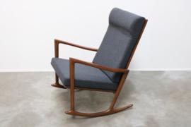 Prachtige Deense schommelstoel / Rocking chair in massief walnoot