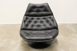 Artifort F510 Swivel Lounge chair Designed By: Geoffrey Harcourt