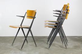 Set van 4 ''pyramid chairs'' met leuning ontworpen door Wim Rietveld voor Ahrend de cirkel 1963