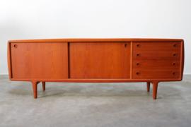 Deens design dressoir ontworpen door H.P. Hansen 1950