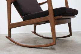 Smaakvolle Deense schommelstoel / Rocking chair in massief walnoot