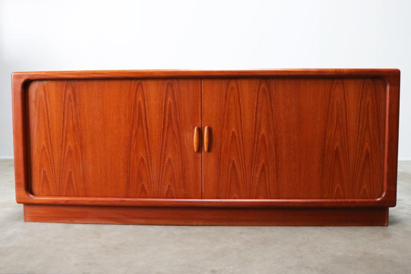 vintage design dressoir in teak ontworpen door Dyrlund 1950