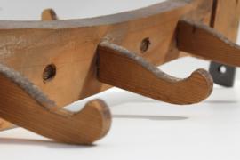 Industrieel brocante kapstok antieke houten haken ijzer
