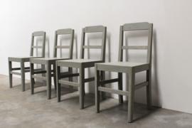 26 x Vintage stoelen hout gerestyled in grijs. Verkocht vanaf set van Vier .