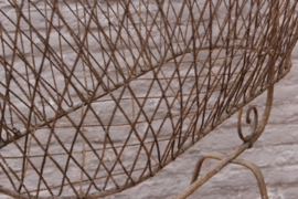Antiek brocante ijzeren schommelwieg met hemelstang
