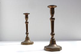 Stel antieke koperen kandelaren