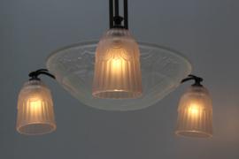 Art Deco Franse hanglamp geometrisch design in coup en drie kappen