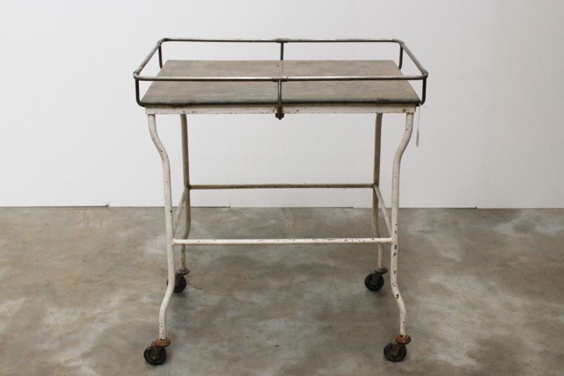 Prachtig industrieel dokters tafeltje