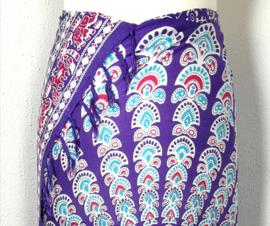 Sarong pauw, paars/multi. Symbool van onsterfelijkheid.
