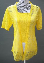 Traditionele Balinese kanten Kebaya citroengeel korte mouw. Bovenwijdte tot 94 cm, taille tot 90 cm. Ned. maat 40-42. 100% elastische  kanten rayon.