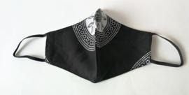 Batik mondkapje mandala zwart/wit.