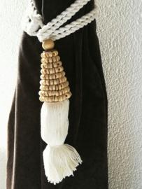 Embrasse van gedraaid natural bamboo. Met dik wit sierkoord en kwast. Lengte koord 30 cm. 2 stuks. Handmade Bali