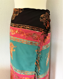 Dubbel batik sarong Butterfly Art. Uit de Busana Agung collectie en gemaakt met de BingBatik techniek uit Indonesie. 116 x 190 cm. 100% rayon. Wasbaar op 30 graden. Met sarongknoop.