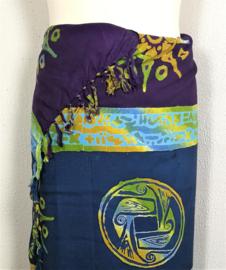 Batik sarong. Van extra zware kwaliteit. Uit de Busana Agung collectie en gemaakt met de BingBatik techniek uit Indonesie.  115x 180cm.  100% rayon. Wasbaar op 30 graden. Met sarongknoop.