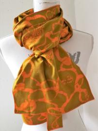Exclusief batik sjaaltje uit Oost-Java.  Caramel/oranje. 30x195 cm. 100% rayon. Wasbaar op 30 graden.