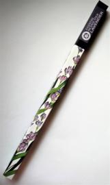 Helende aromatherpie. Lavendel wierook sticks. Niet walmend door unieke bewerking. Ondergedompeld in pure bloemenolie. Brandtijd 45 minuten per stick.  Inhoud 10 sticks