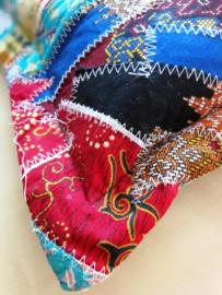 Kussen 40x40 cm. Afritsbare patchwork hoes en los binnenkussen. Door de verzonken rits aan twee kanten decoreerbaar. 100% katoen. Wasbaar op 30 graden.