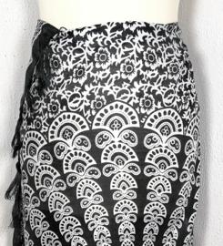 Sarong pauw, zwart/wit. Symbool van onsterfelijkheid.