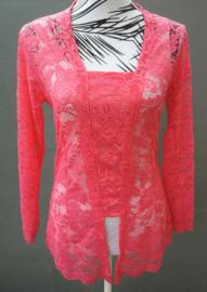 Traditionele Balinese kanten Kebaya flamingo roze. Bovenwijdte tot 90 cm, taille tot 88 cm. Lengte mouw 49 cm. Ned. maat 36-38. 100% elastische kanten rayon.