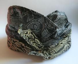 Udeng. Traditioneel Balinees hoofddeksel voor mannen. Prachtig handgemaakt batik.Omtrek 64 cm