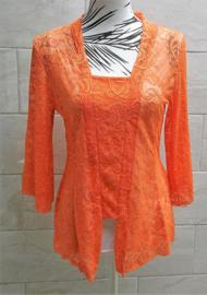 Traditionele Balinese kanten kebaya oranje. Bovenwijdte tot 92 cm. Taille tot 84 cm. Lengte wijd uitlopend mouwtje 38 cm. Ned. maat 40. 100% elastische kanten rayon.
