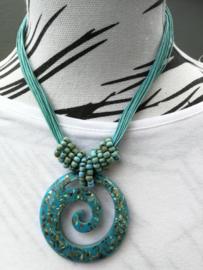 Neckless met water/wave symbool blauw. Stroom mee mee wat het leven je brengt. Totale lengte 44 cm.