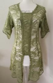 Traditionele Balinese kanten Kebaya groen. Met prachtig opengewerkt kort mouwtje. Ned. maat 38-40. Bovenwijdte tot 92 cm, taille tot 84 cm. 100% elastische kanten rayon.