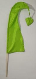 Umbul Umbul vlaggetje groen 56 cm. Umbul Umbul betekent 'staart van de draak'. De vlag wordt in de grote versie van 3 meter ter bescherming gebruikt bij Balinese ceremonies. De onderkant van de vlag vrij moet hangen, om boze geesten te weren.